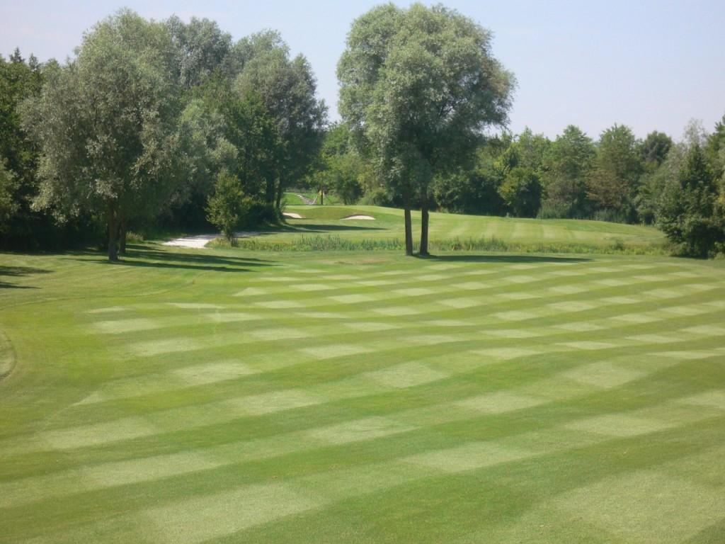 Nur ein paar Abschlaglängen von München entfernt: der Golfpark München Aschheim