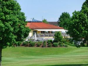 Das Clubhaus des Golfclubs Pfaffing Wasserburger Land