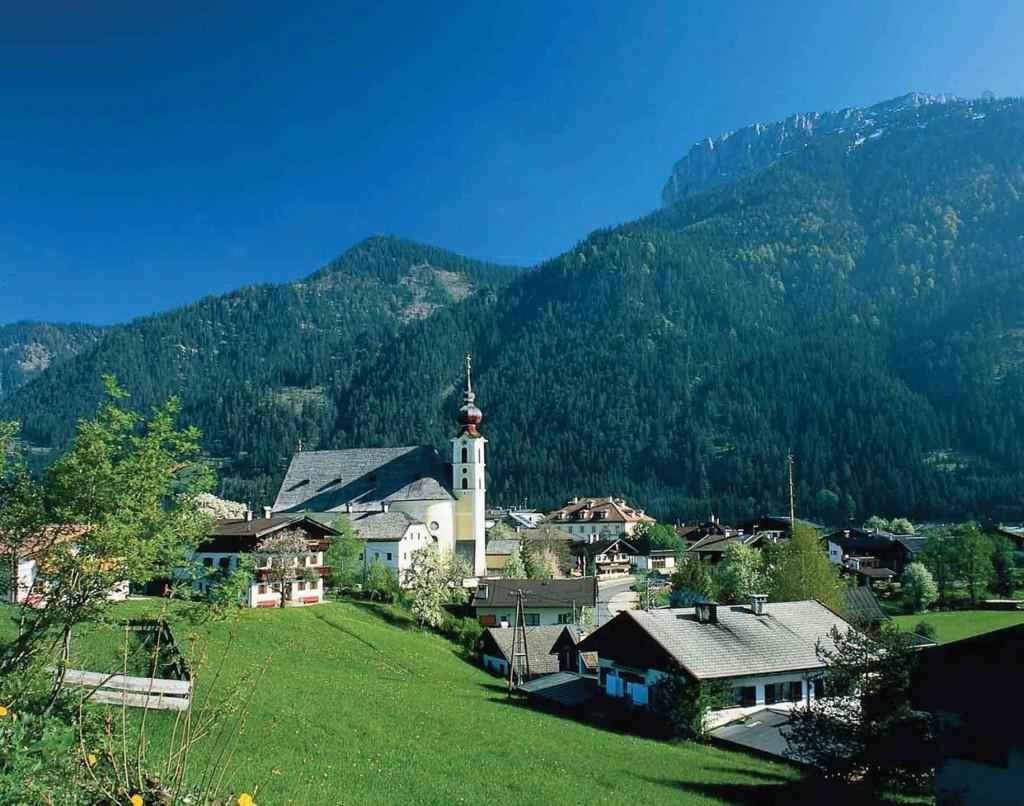 Idyllisch: Waidring  in Tirol am Fuße der Loferer Steinberge und der Steinplatte.