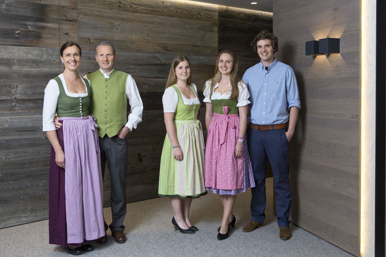 Perfekte Gastgeber: Die Familie Josef Moigg heißt die Gäste im neuen ElisabethHotel herzlich willkommen